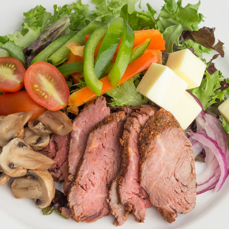 Steaks de hampe, sauce au piment rouge et salade romaine