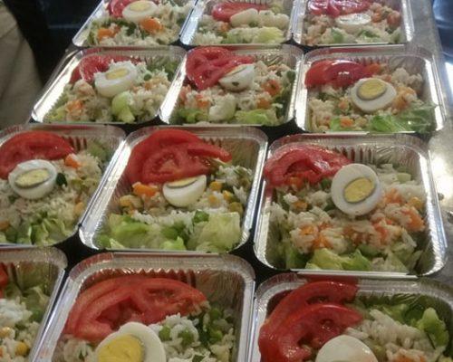 Plateaux repas prêts à la livraison